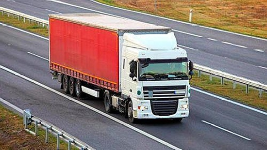 卡车加装空调已成趋势骆驼蓄电池助力打造舒适生活舱